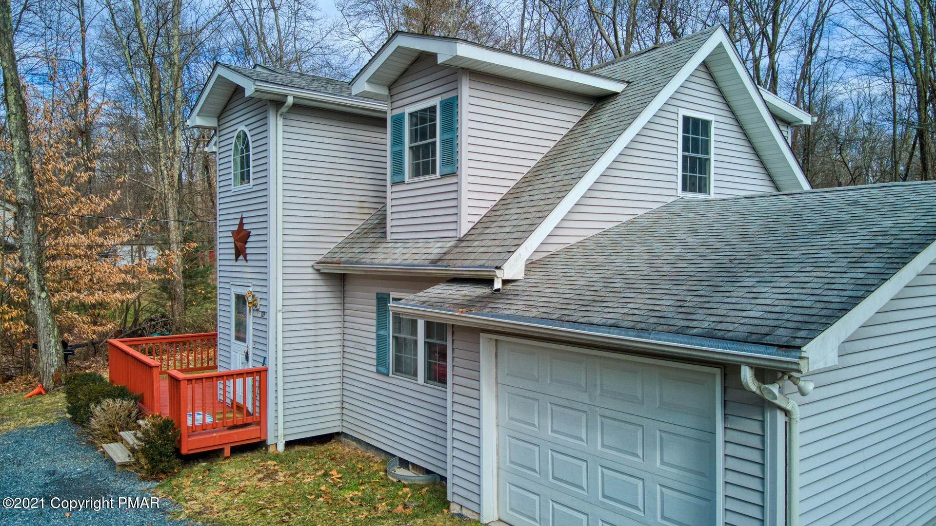 4. Single Family Homes for Sale at 129 Michelle Ln Bartonsville, Pennsylvania 18321 United States