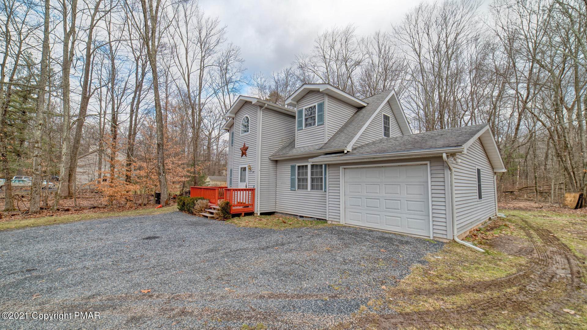 7. Single Family Homes for Sale at 129 Michelle Ln Bartonsville, Pennsylvania 18321 United States