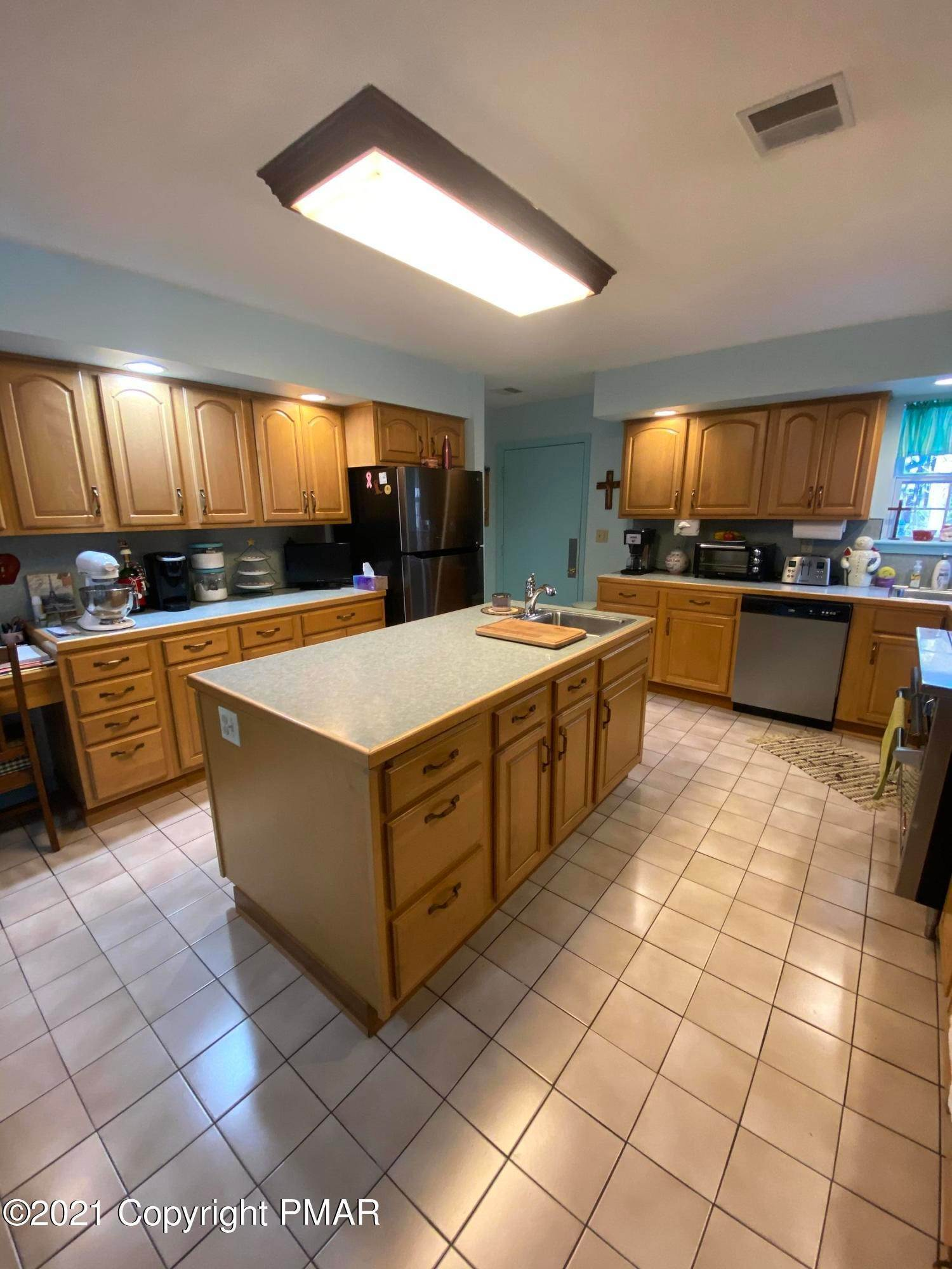 24. Single Family Homes for Sale at 335 Mt Nebo Rd Rd East Stroudsburg, Pennsylvania 18301 United States