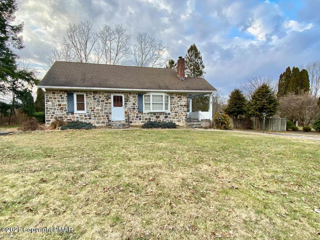 Single Family Homes for Sale at 3000 N Delaware Dr Mount Bethel, Pennsylvania 18343 United States