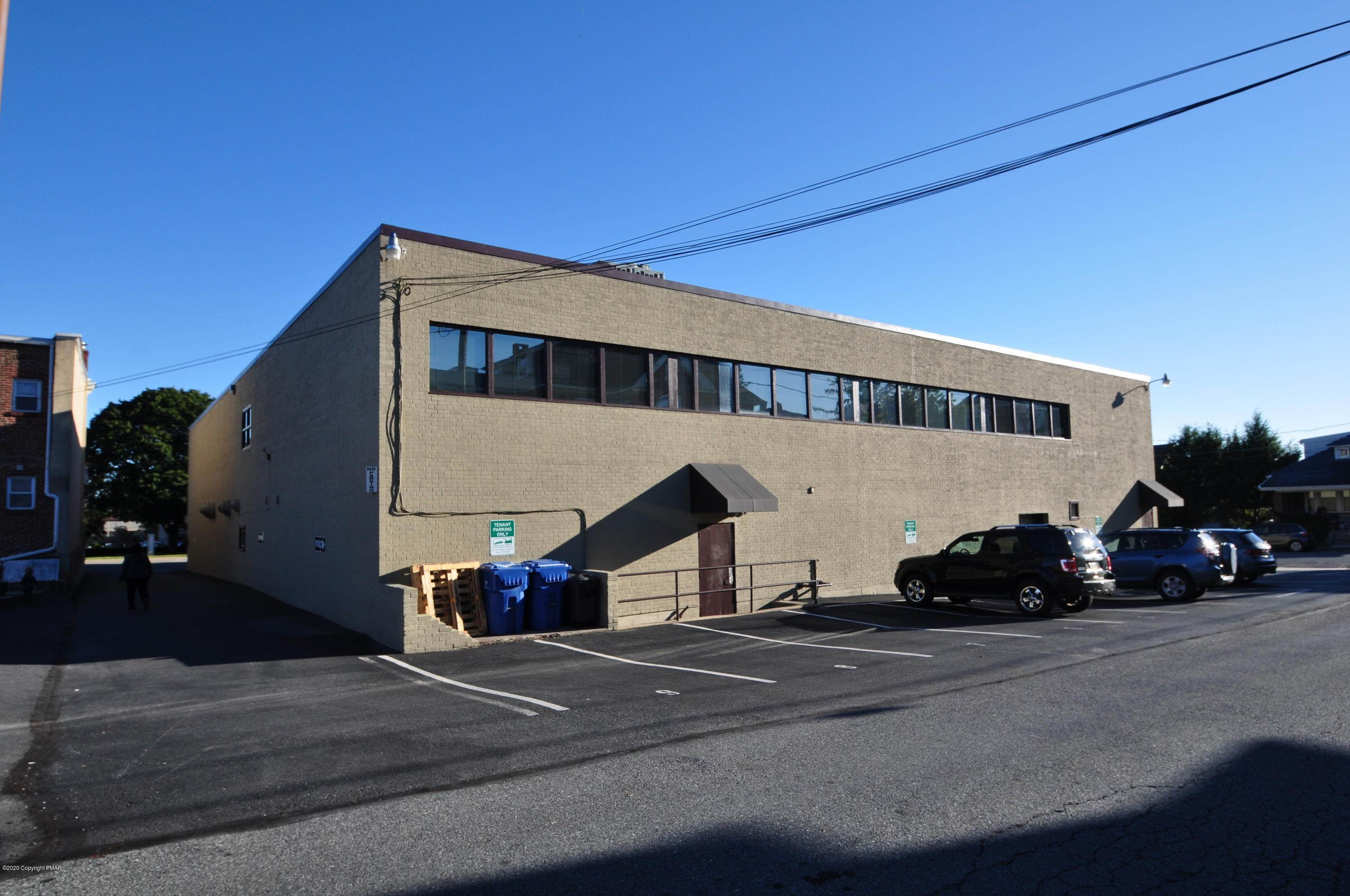 4. Commercial for Sale at 701 W Broad St Suite 211 Bethlehem, Pennsylvania 18018 United States
