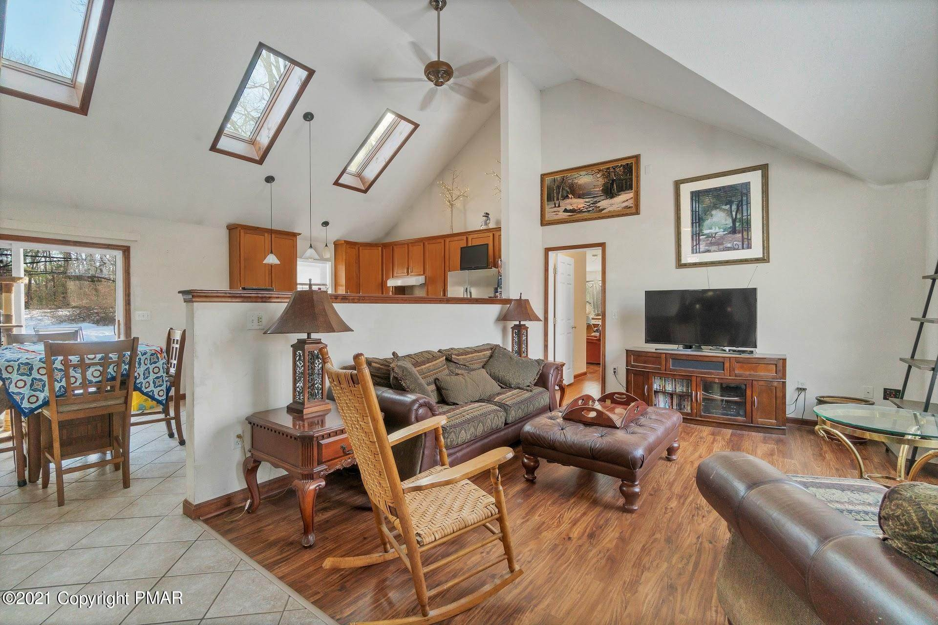 5. Single Family Homes for Sale at 232 Cherry Lane Rd Bartonsville, Pennsylvania 18321 United States