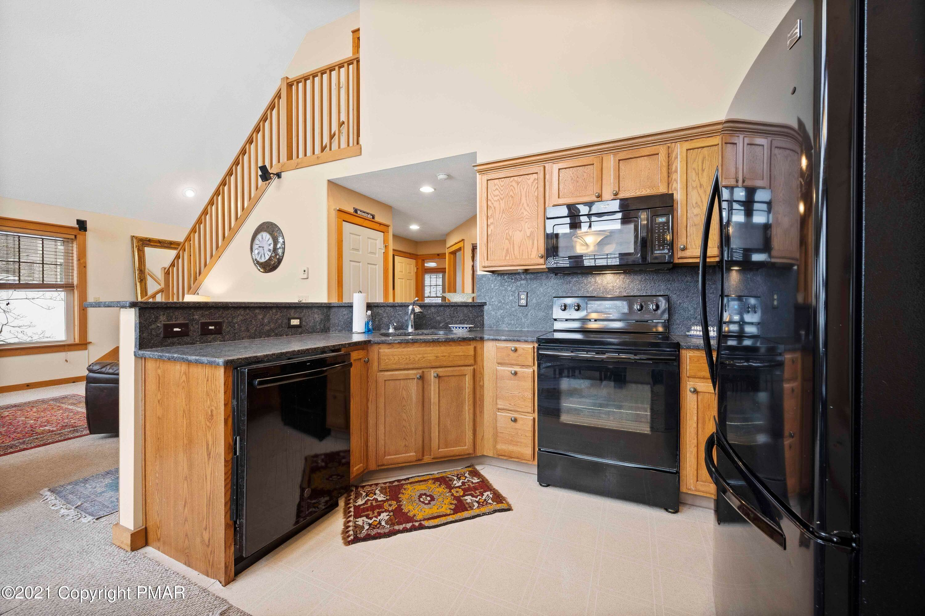 14. Single Family Homes for Sale at 366 Juniper Ct Tannersville, Pennsylvania 18372 United States