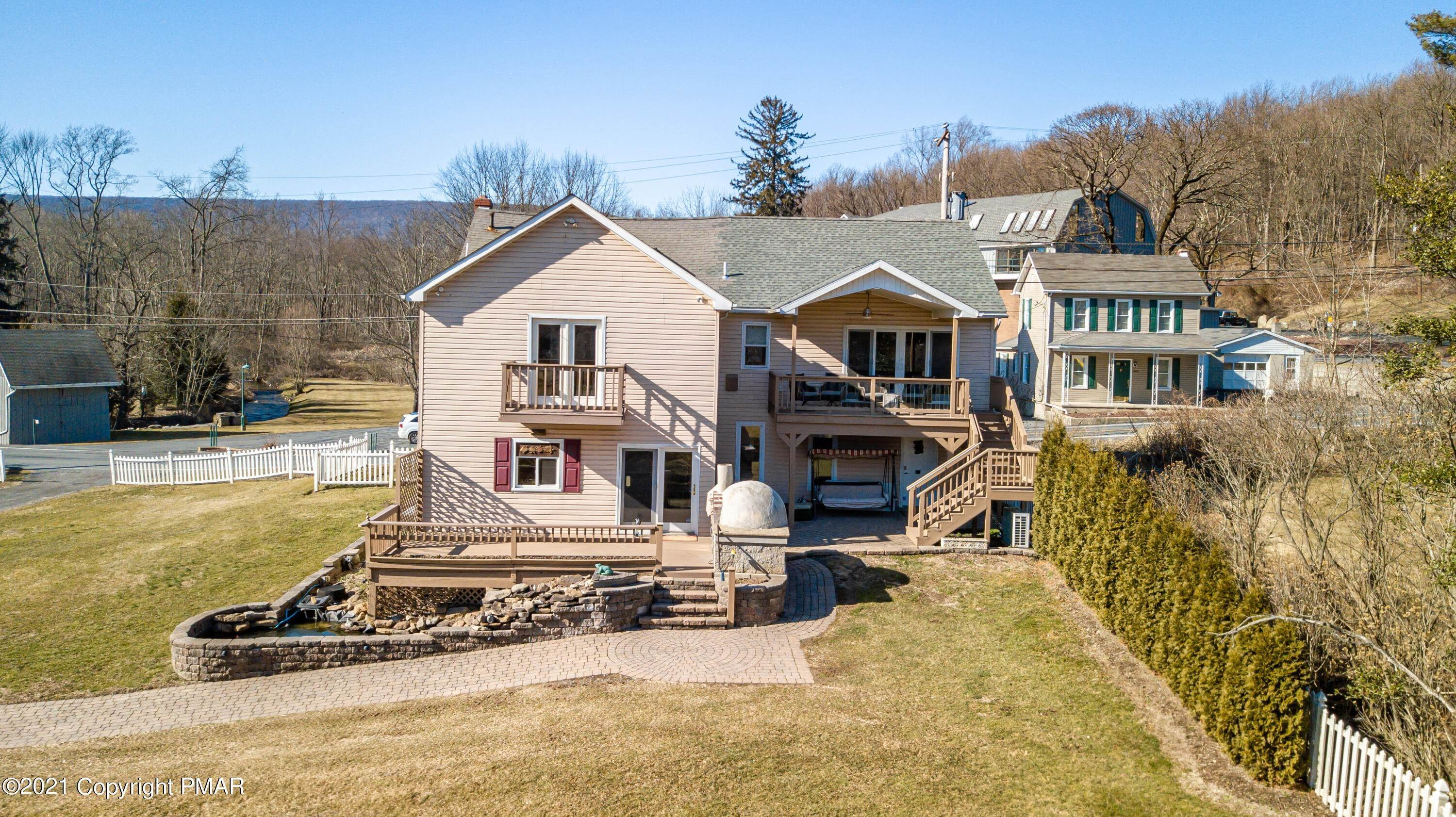 6. Single Family Homes for Sale at 2004 Delabole Rd Pen Argyl, Pennsylvania 18072 United States