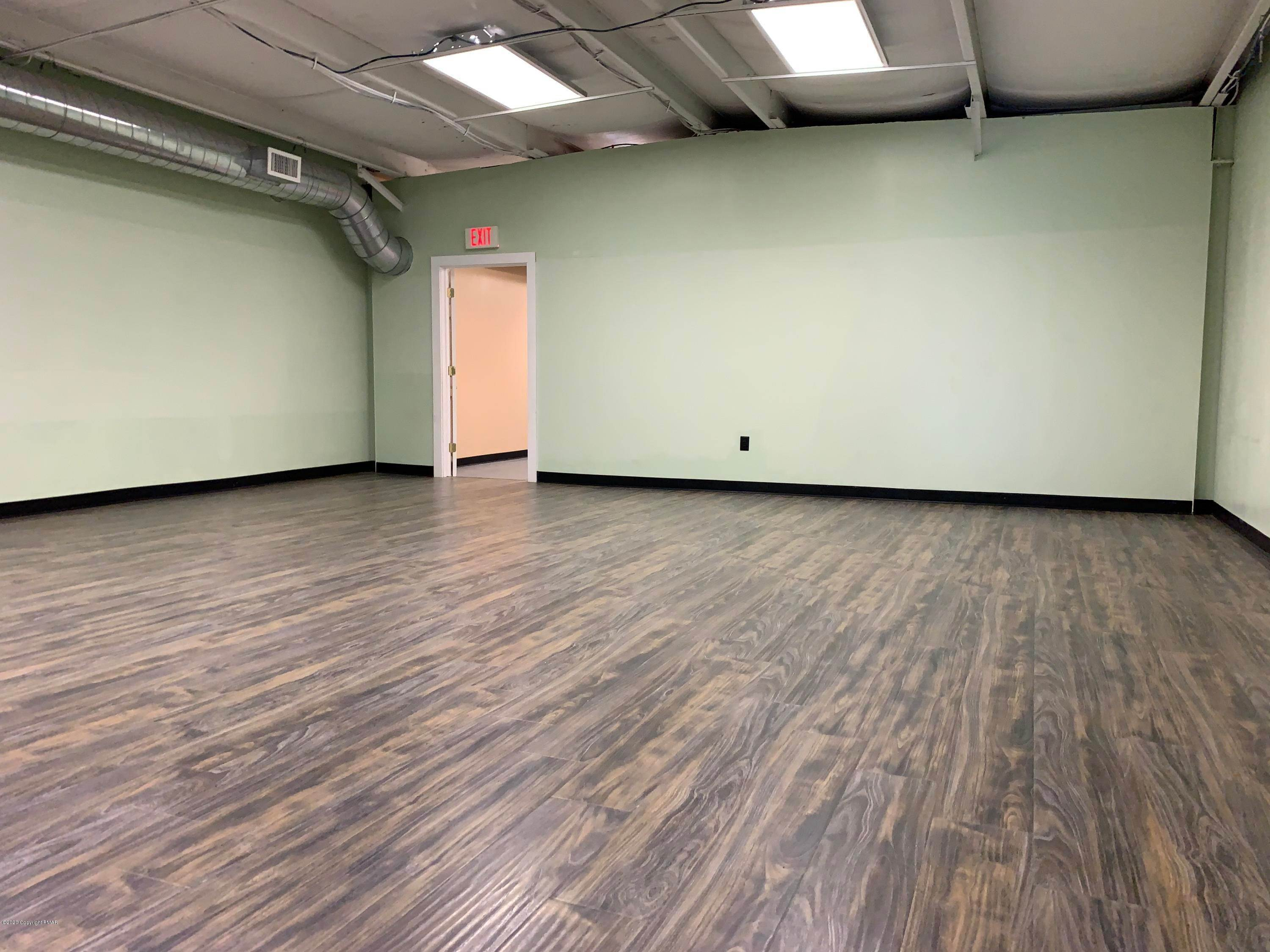 19. Commercial for Sale at 2936 Route 611, School-2 Tannersville, Pennsylvania 18372 United States