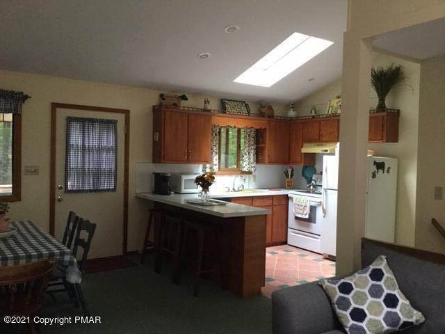 5. Single Family Homes for Sale at 169 Mountainside Drive Gouldsboro, Pennsylvania 18424 United States
