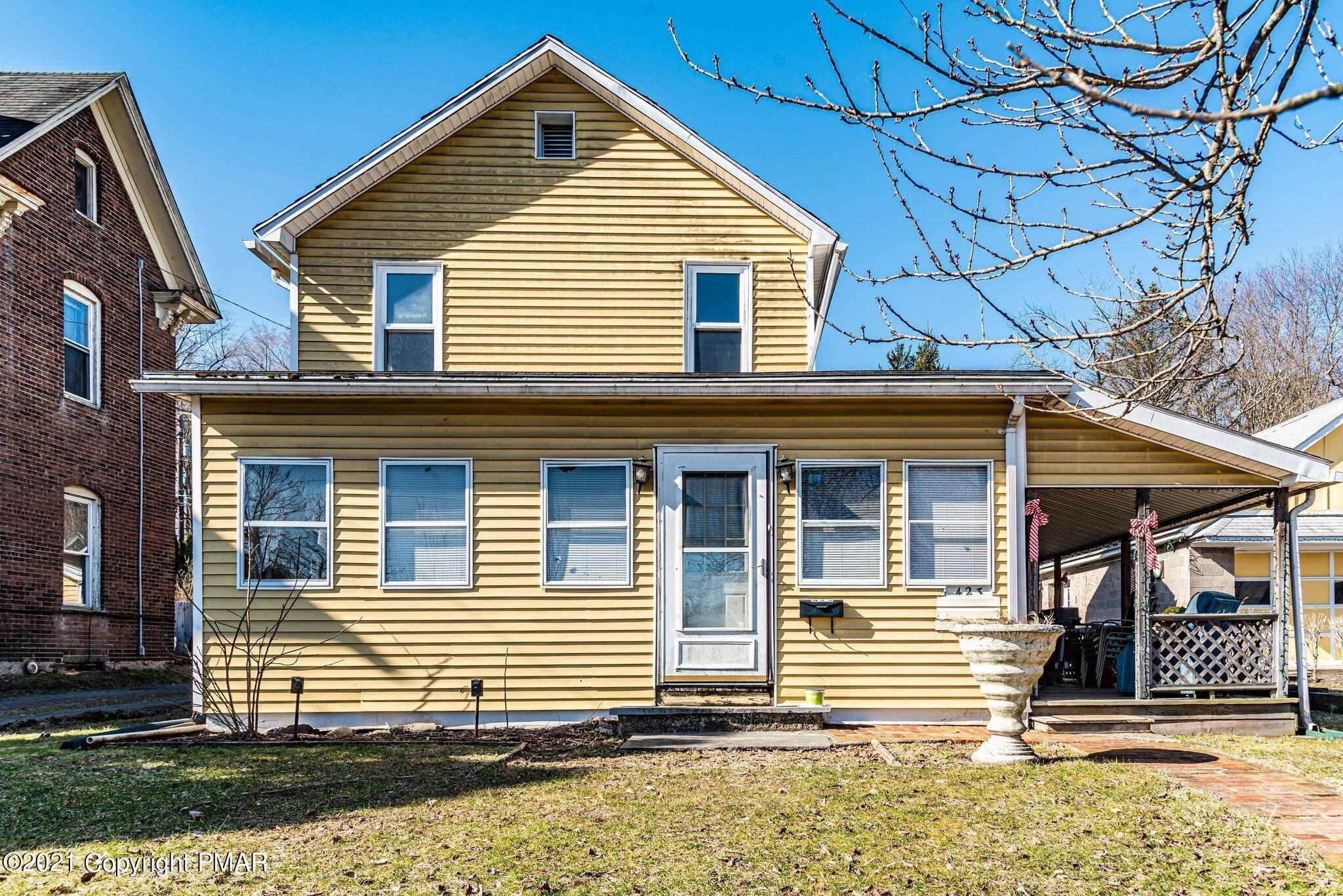 7. Single Family Homes for Sale at 423 Williams St East Stroudsburg, Pennsylvania 18301 United States