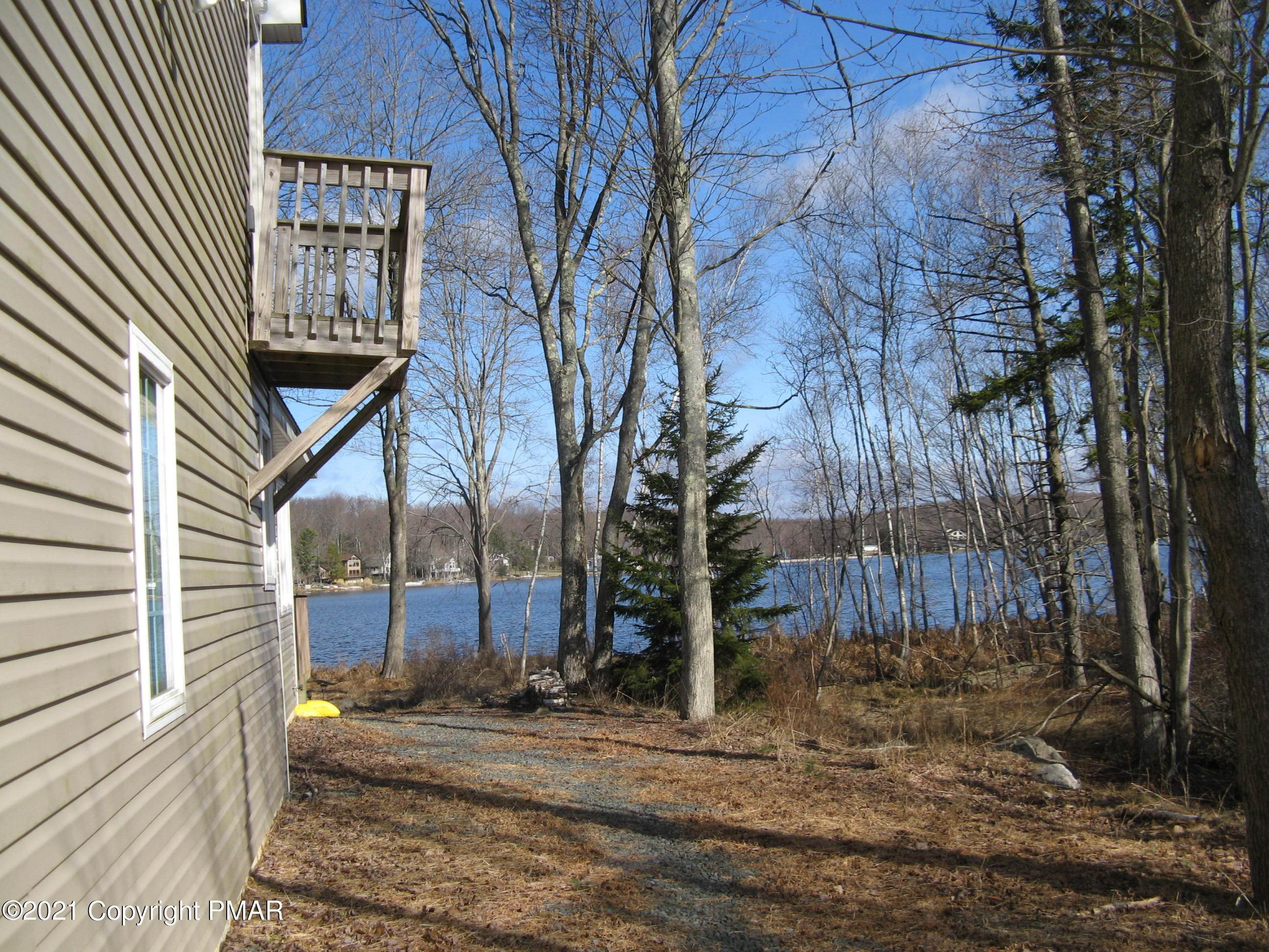 5. Single Family Homes for Sale at 153 Lodge Pl Pocono Lake, Pennsylvania 18347 United States