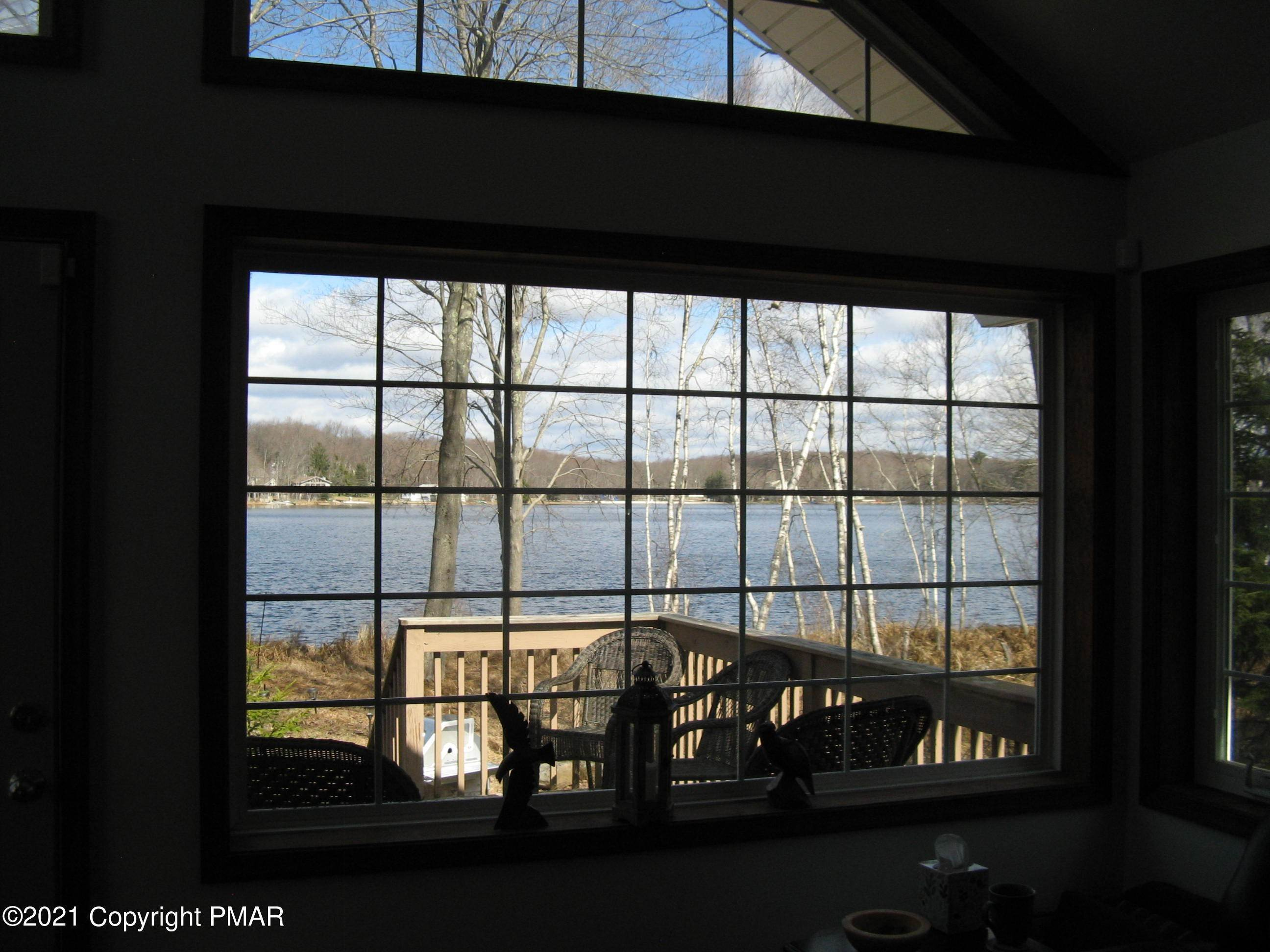 18. Single Family Homes for Sale at 153 Lodge Pl Pocono Lake, Pennsylvania 18347 United States
