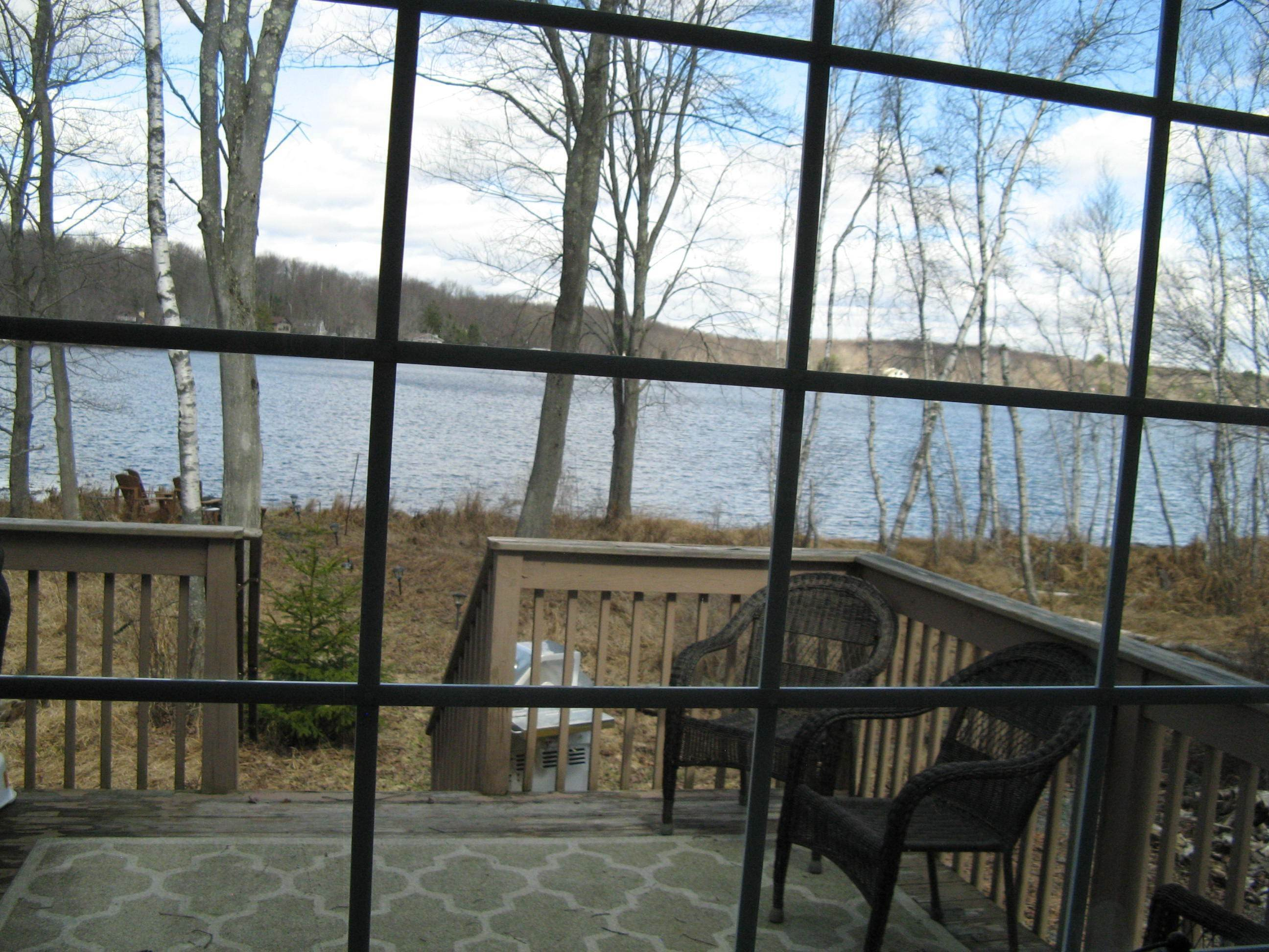 38. Single Family Homes for Sale at 153 Lodge Pl Pocono Lake, Pennsylvania 18347 United States