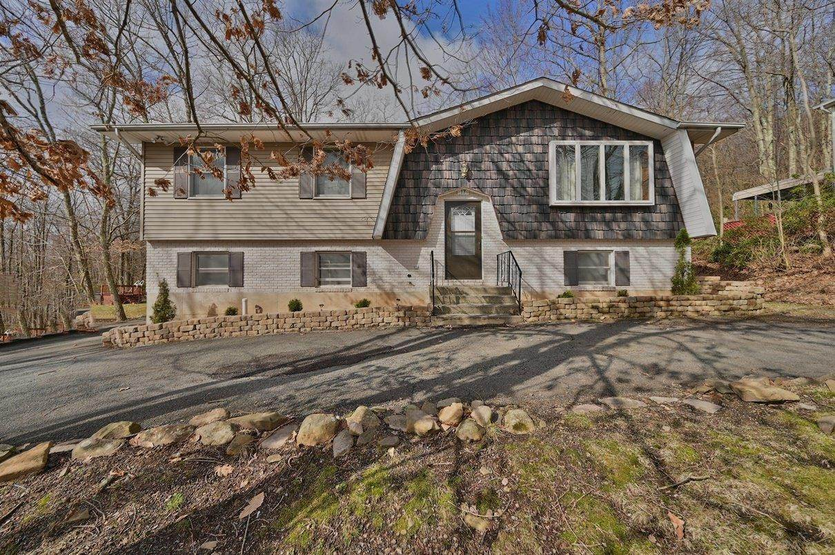 Single Family Homes for Sale at 17 Brunswick Dr Mount Pocono, Pennsylvania 18344 United States