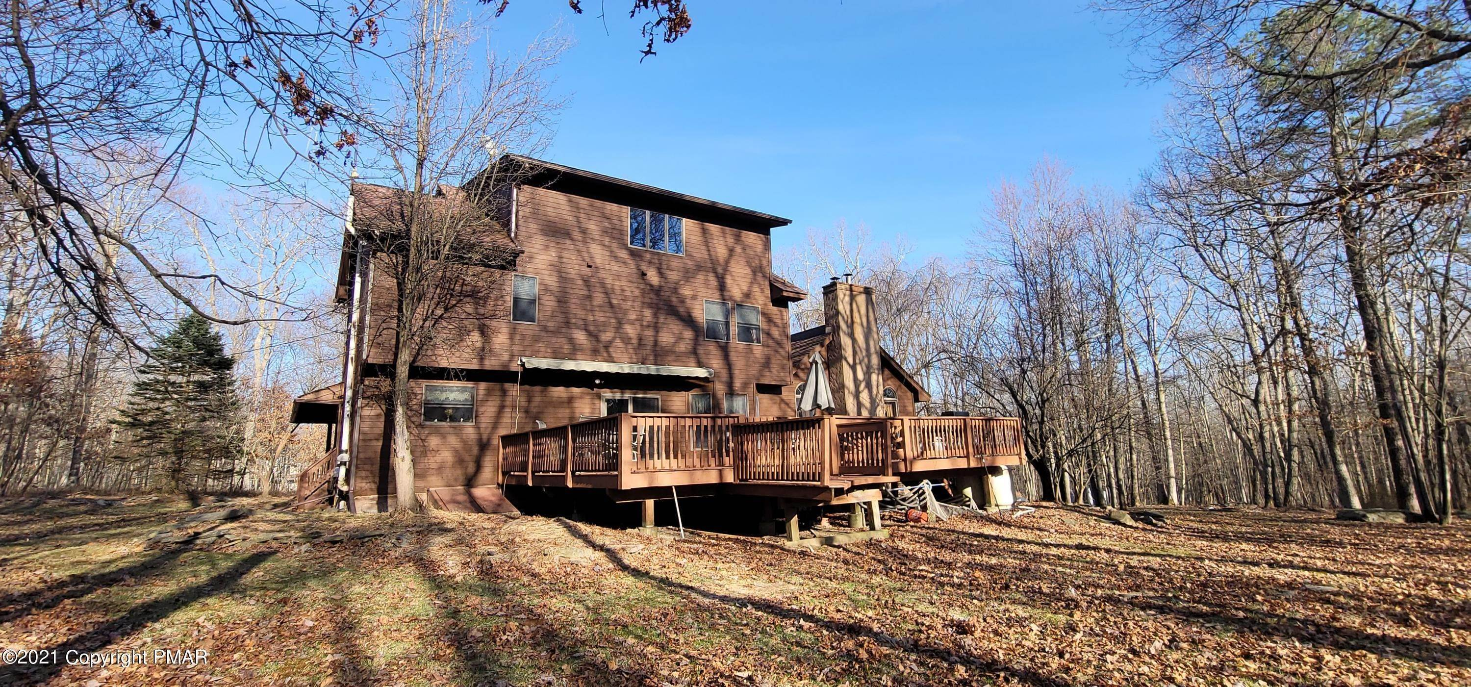 4. Single Family Homes for Sale at 207 Oak Ct Dingmans Ferry, Pennsylvania 18328 United States