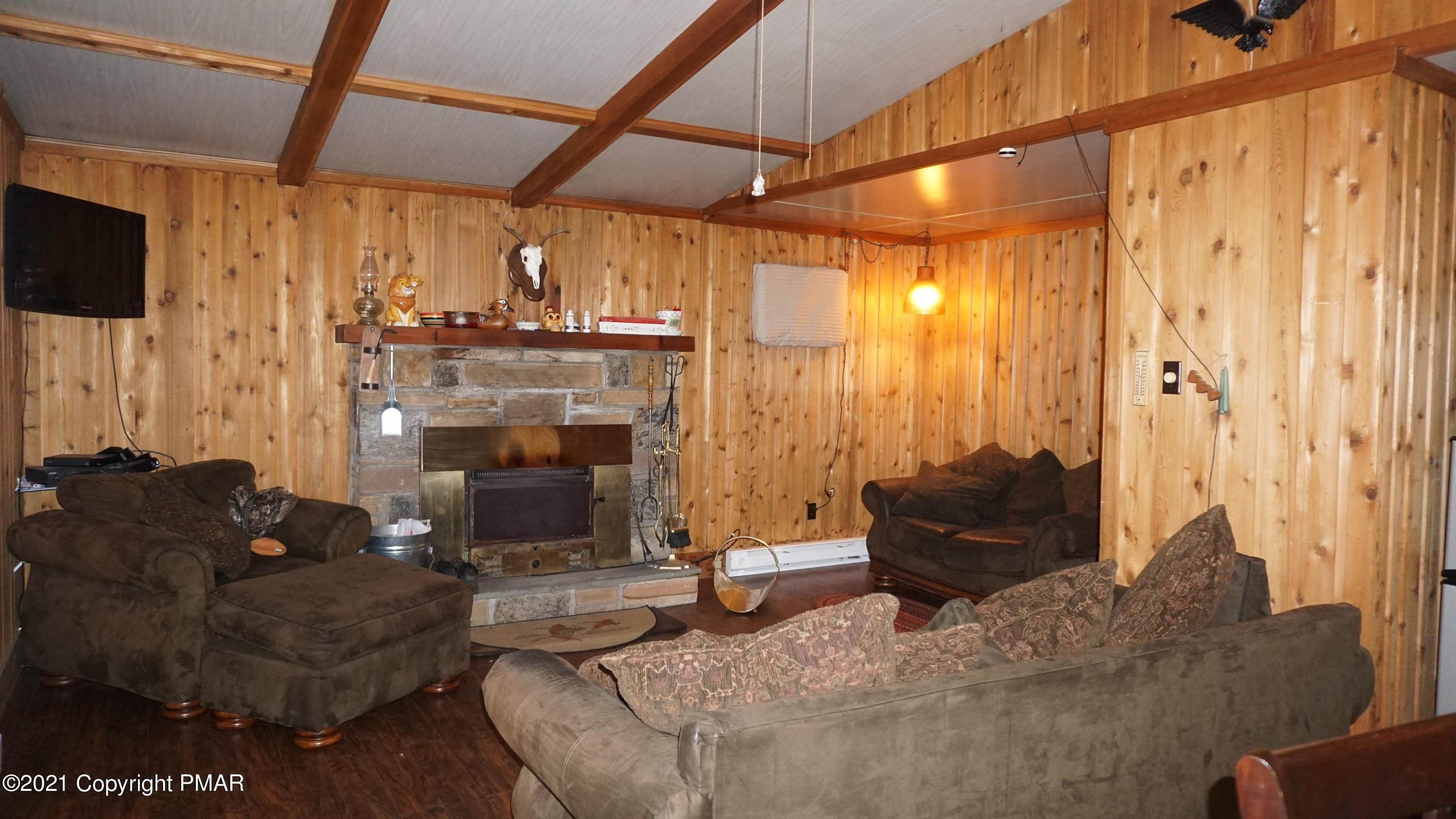 5. Single Family Homes for Sale at 113 Beech Ln Pocono Lake, Pennsylvania 18347 United States