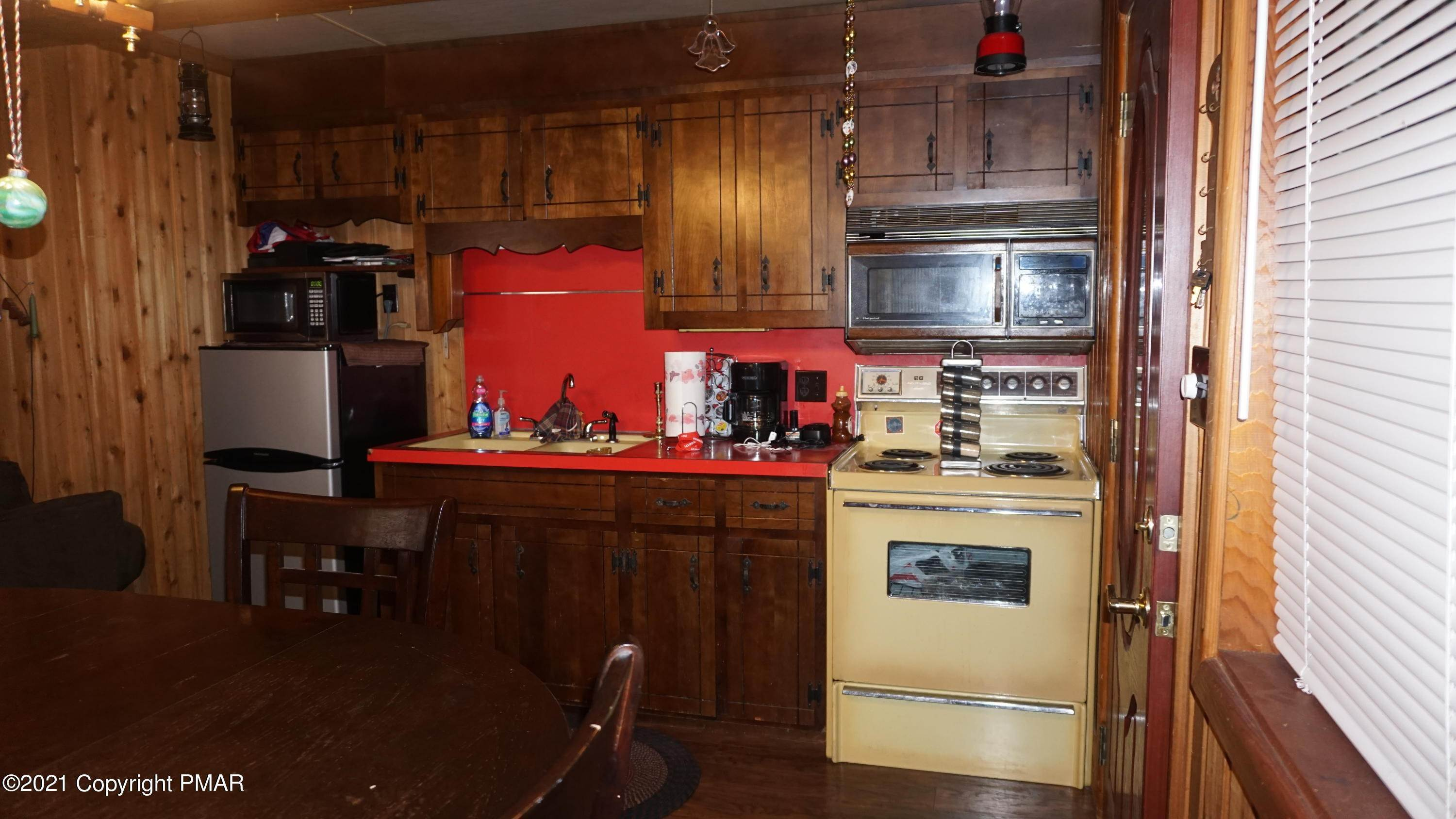 8. Single Family Homes for Sale at 113 Beech Ln Pocono Lake, Pennsylvania 18347 United States