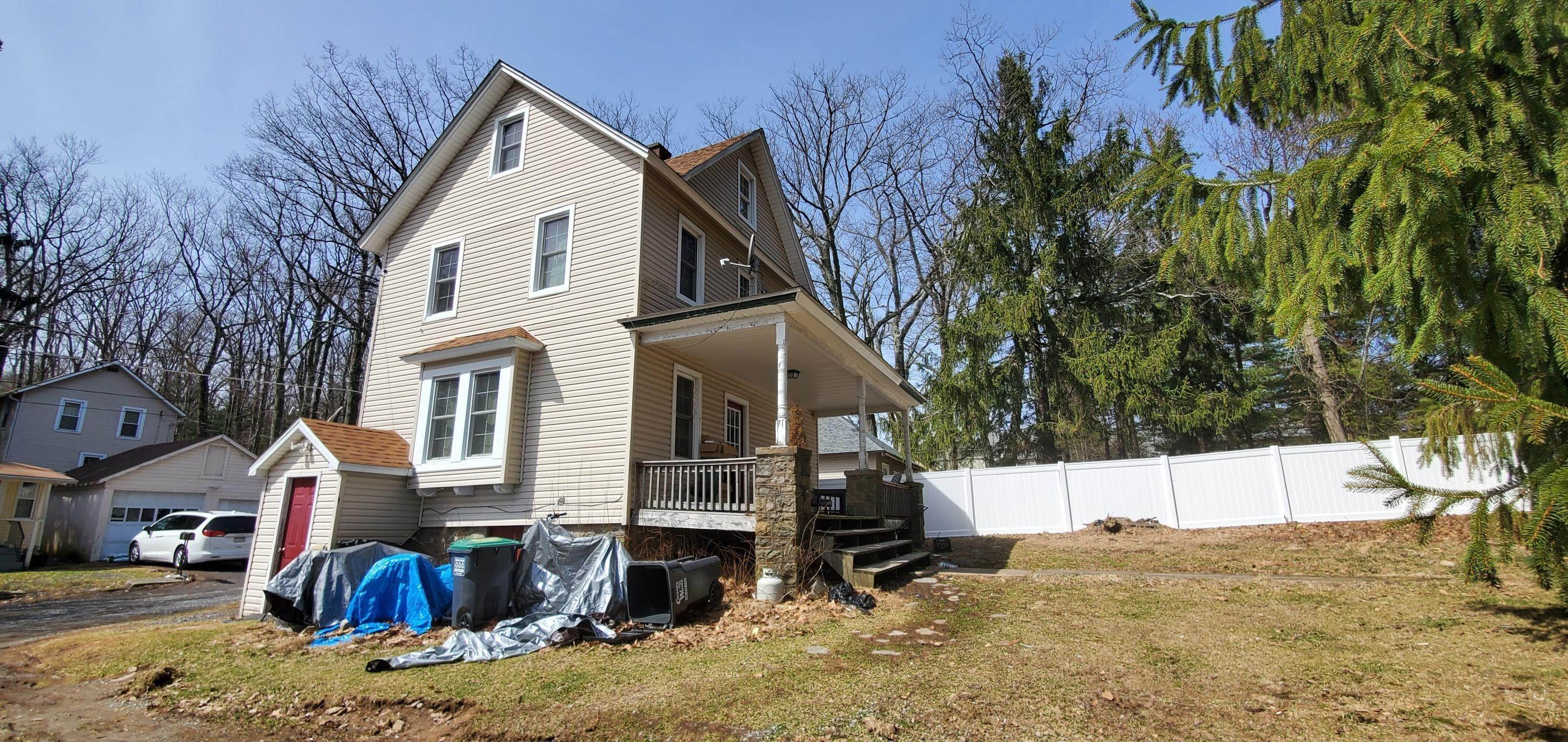 39. Single Family Homes for Sale at 11 Smith Aly Mount Pocono, Pennsylvania 18344 United States