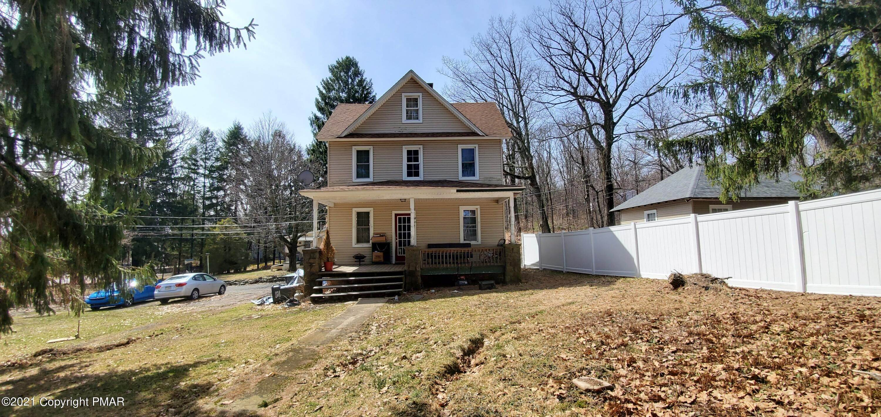 Single Family Homes for Sale at 11 Smith Aly Mount Pocono, Pennsylvania 18344 United States