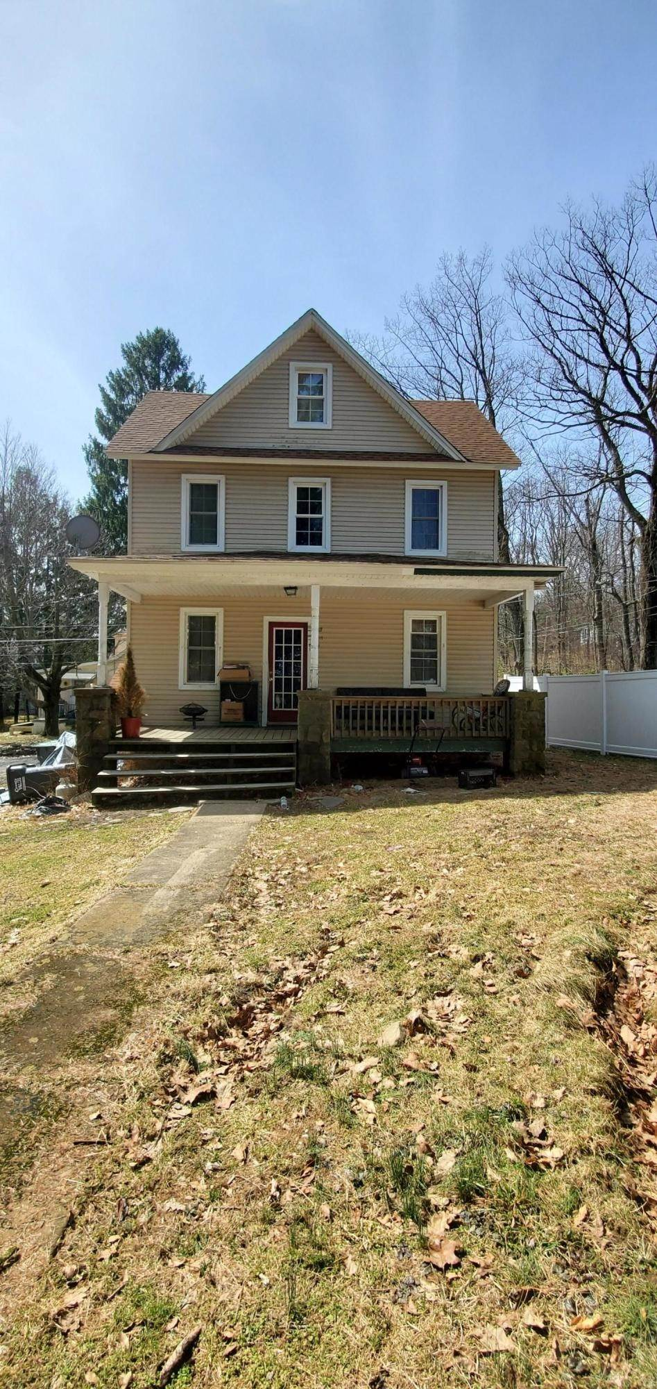4. Single Family Homes for Sale at 11 Smith Aly Mount Pocono, Pennsylvania 18344 United States