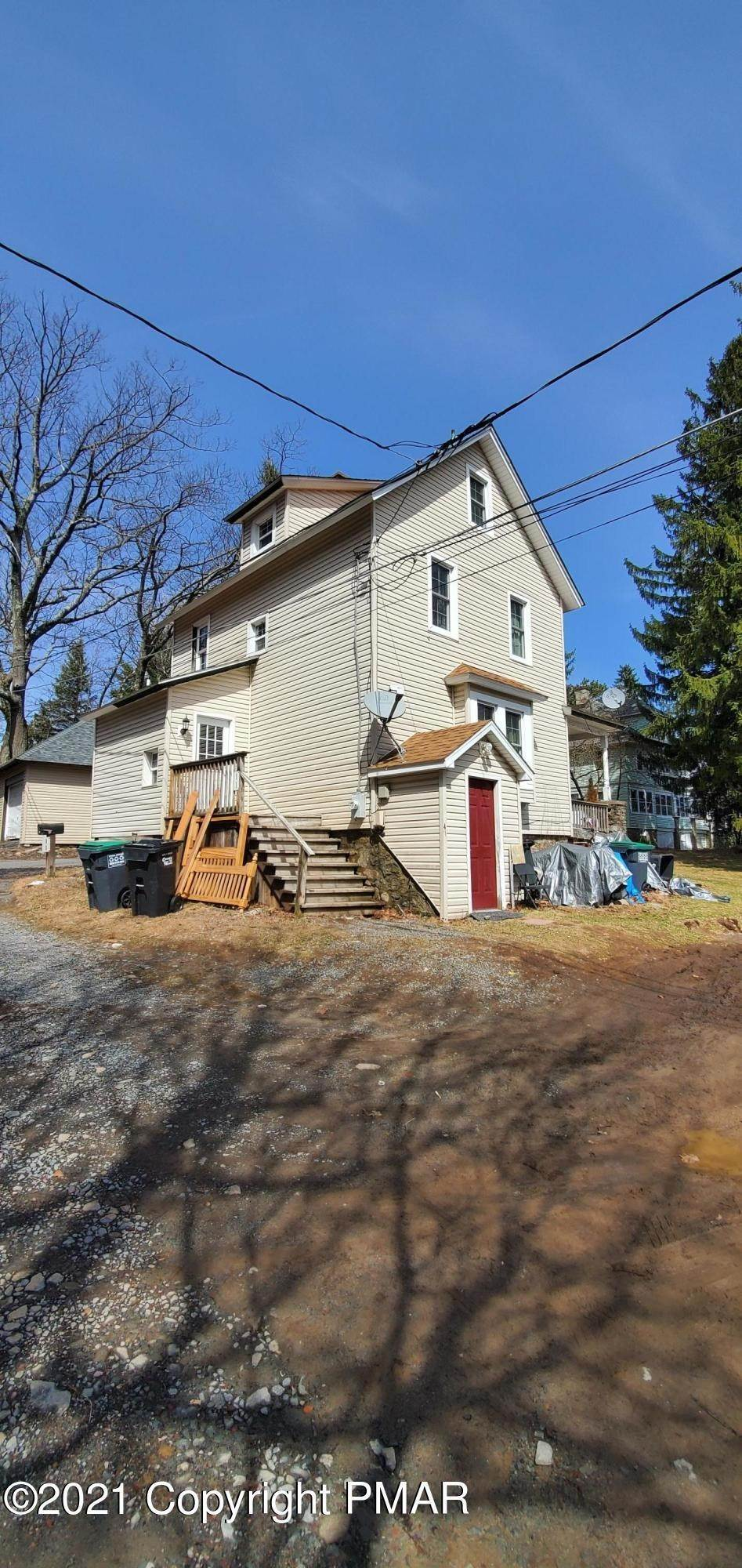 10. Single Family Homes for Sale at 11 Smith Aly Mount Pocono, Pennsylvania 18344 United States