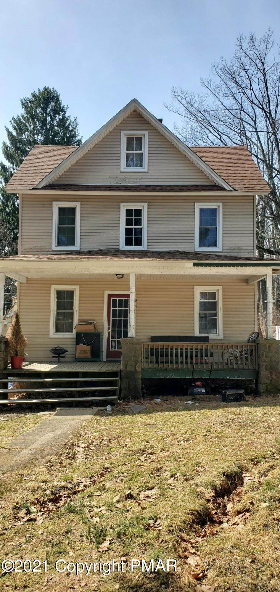 5. Single Family Homes for Sale at 11 Smith Aly Mount Pocono, Pennsylvania 18344 United States