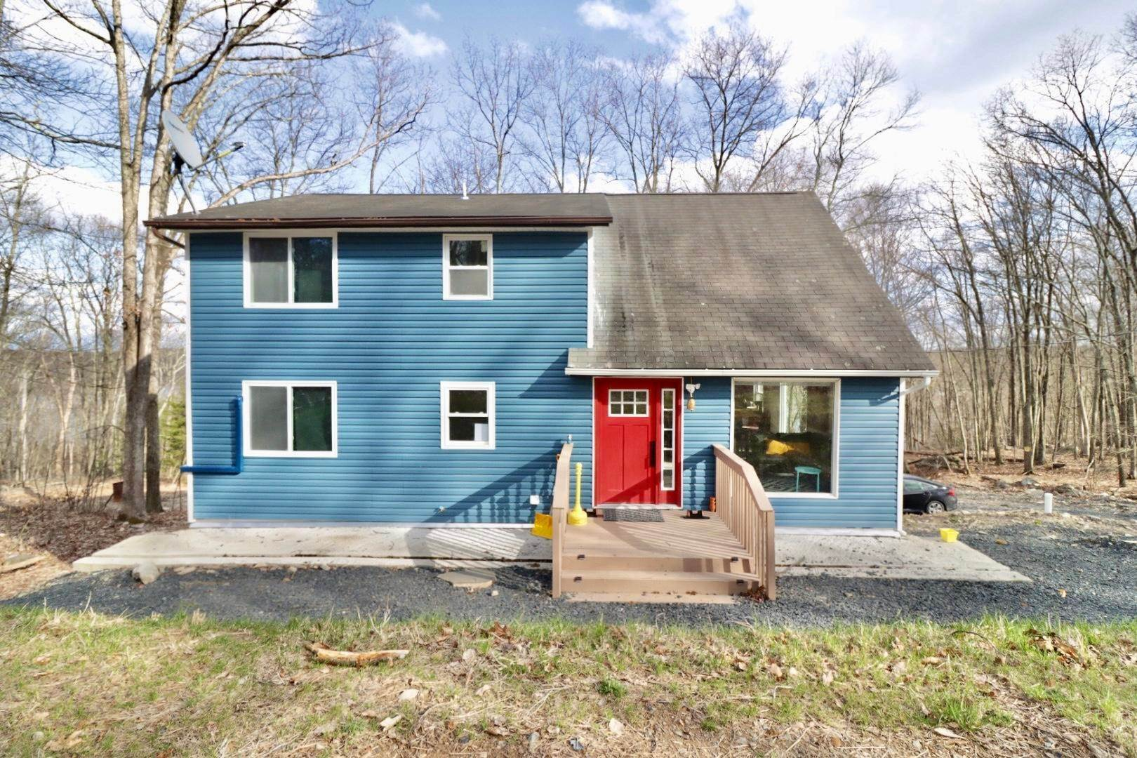 Single Family Homes for Sale at 910 E Venue Rd East Stroudsburg, Pennsylvania 18302 United States