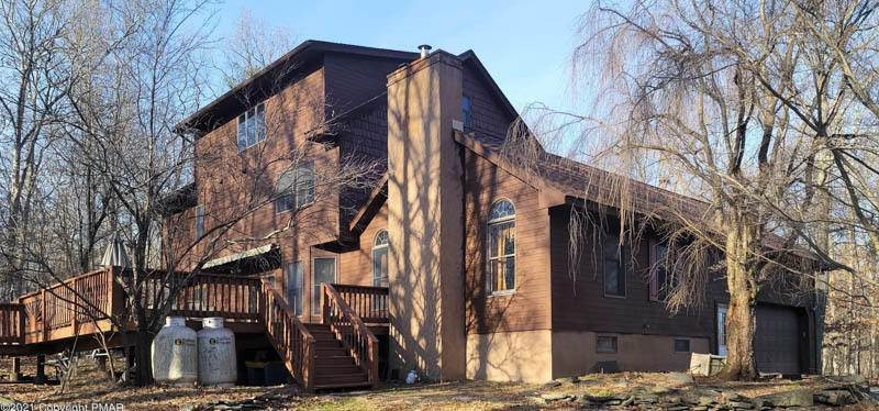 2. Single Family Homes for Sale at 207 Oak Ct Dingmans Ferry, Pennsylvania 18328 United States