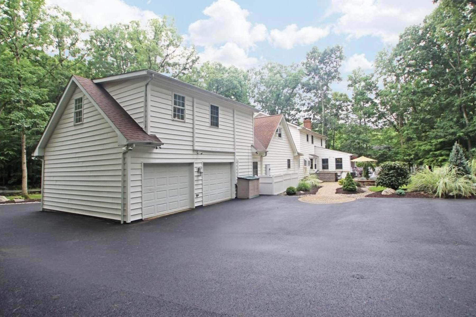 28. Single Family Homes for Sale at 3349 Parker Ln East Stroudsburg, Pennsylvania 18301 United States