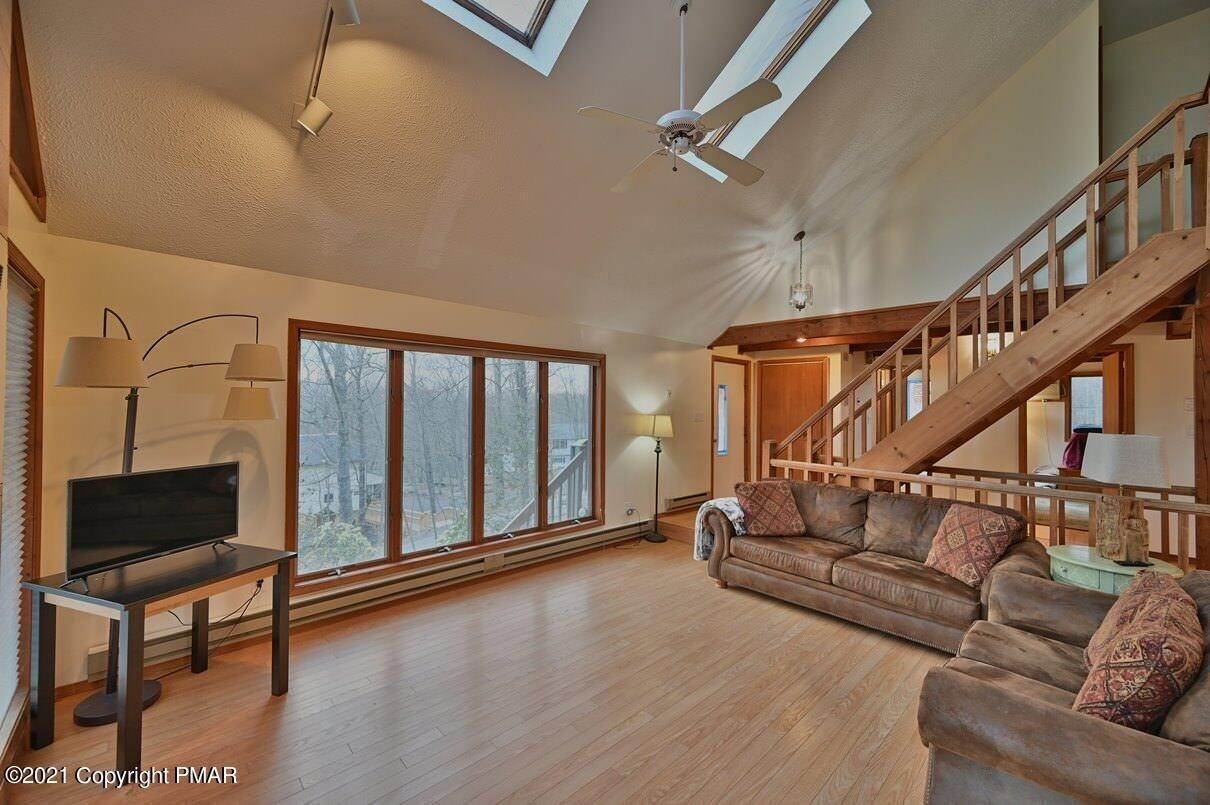 10. Single Family Homes for Sale at 109 Durham Dr Bushkill, Pennsylvania 18324 United States