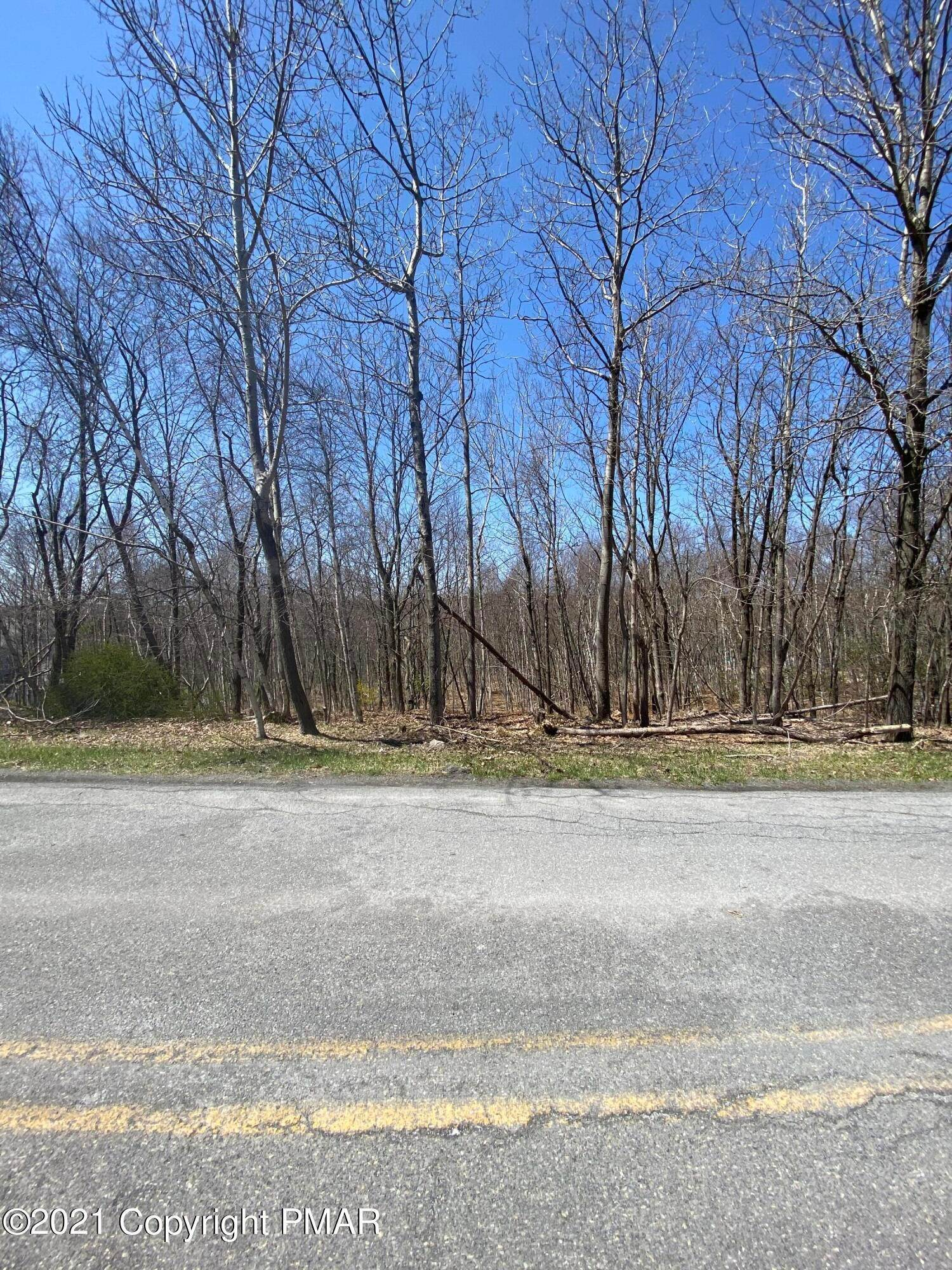 Land for Sale at Whispering Hills Ct Effort, Pennsylvania 18330 United States