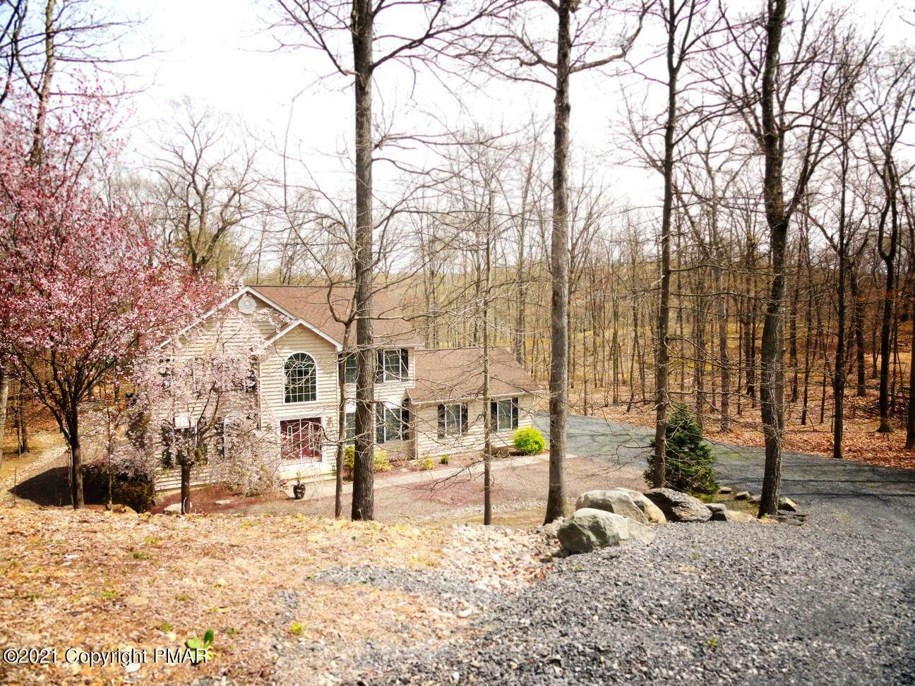2. Single Family Homes for Sale at 2199 Lancaster Dr Bushkill, Pennsylvania 18324 United States