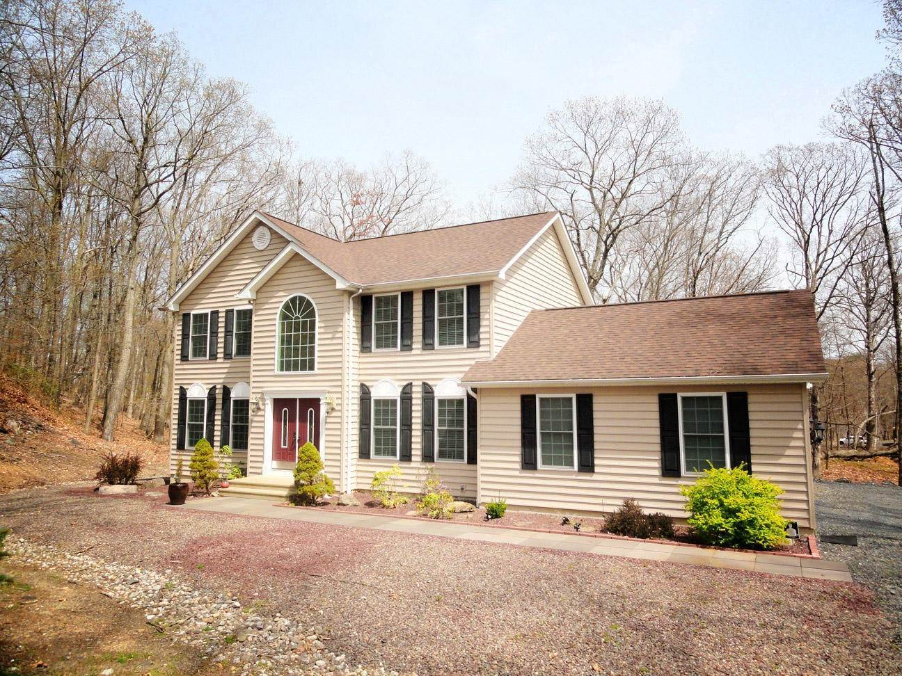 3. Single Family Homes for Sale at 2199 Lancaster Dr Bushkill, Pennsylvania 18324 United States
