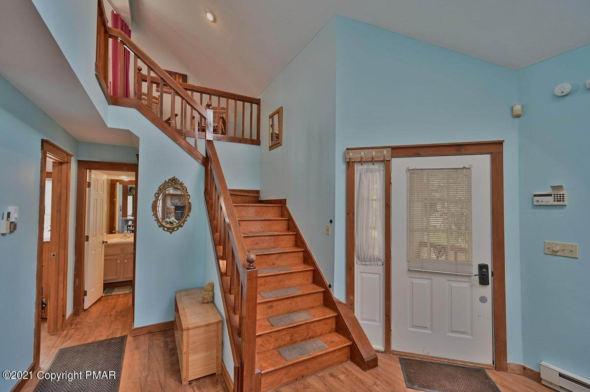 4. Single Family Homes for Sale at 416 Hickory Dr Tannersville, Pennsylvania 18372 United States