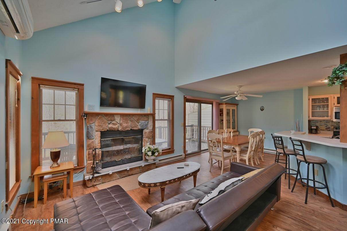 5. Single Family Homes for Sale at 416 Hickory Dr Tannersville, Pennsylvania 18372 United States