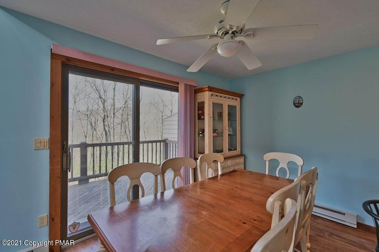 10. Single Family Homes for Sale at 416 Hickory Dr Tannersville, Pennsylvania 18372 United States