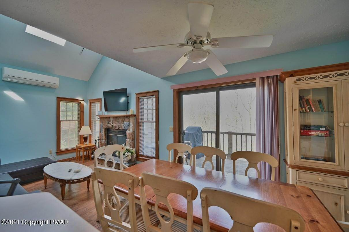 14. Single Family Homes for Sale at 416 Hickory Dr Tannersville, Pennsylvania 18372 United States