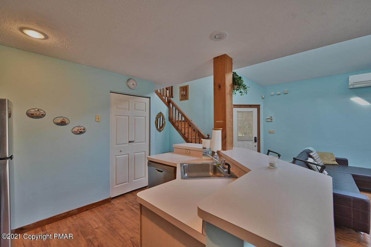 15. Single Family Homes for Sale at 416 Hickory Dr Tannersville, Pennsylvania 18372 United States
