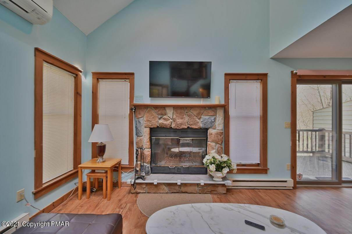 23. Single Family Homes for Sale at 416 Hickory Dr Tannersville, Pennsylvania 18372 United States