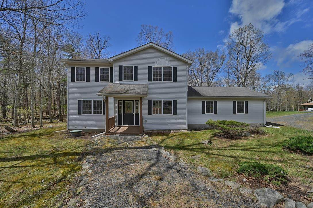Single Family Homes for Sale at 167 Oakenshield Dr Tamiment, Pennsylvania 18371 United States