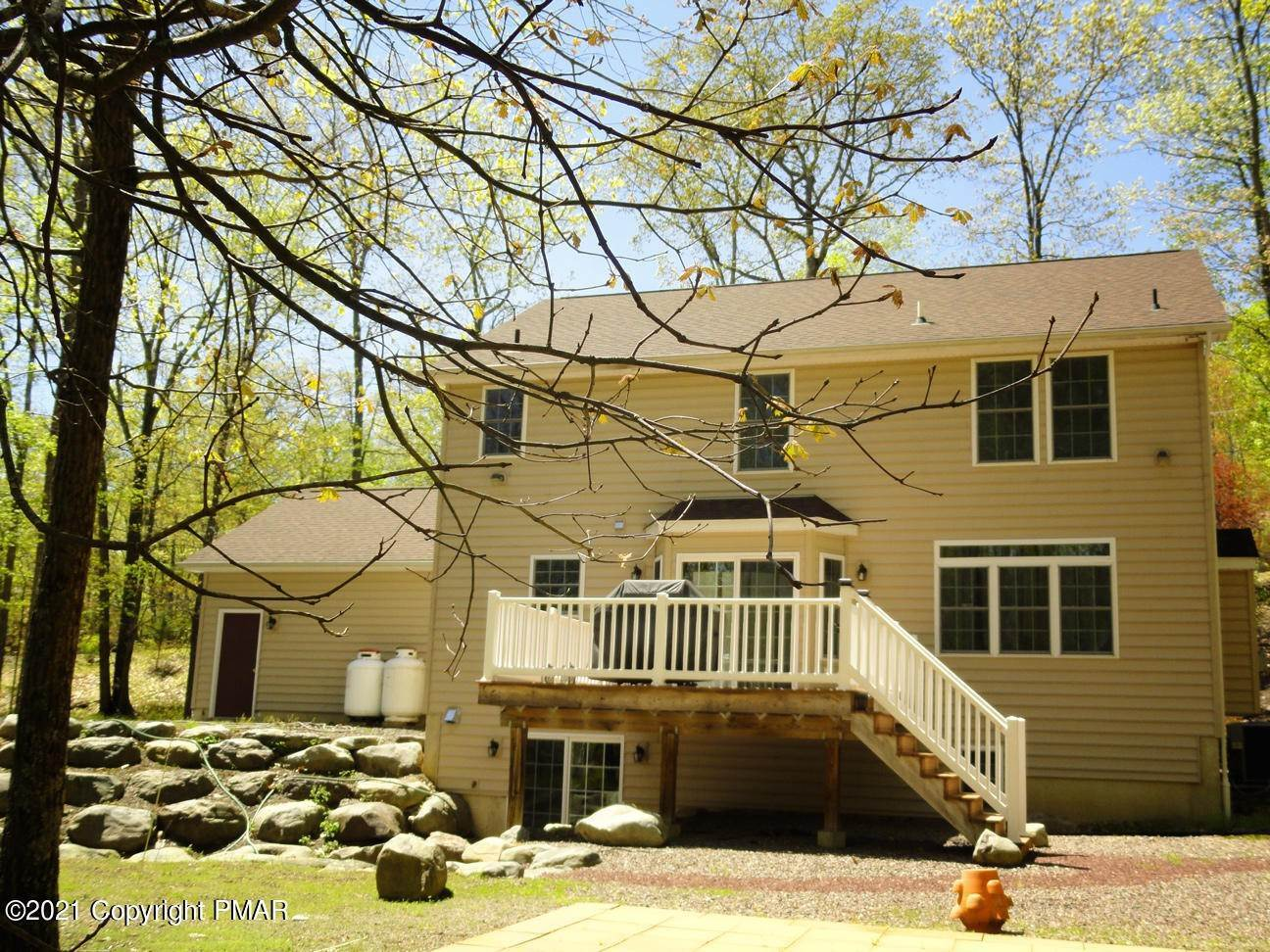 19. Single Family Homes for Sale at 2199 Lancaster Dr Bushkill, Pennsylvania 18324 United States