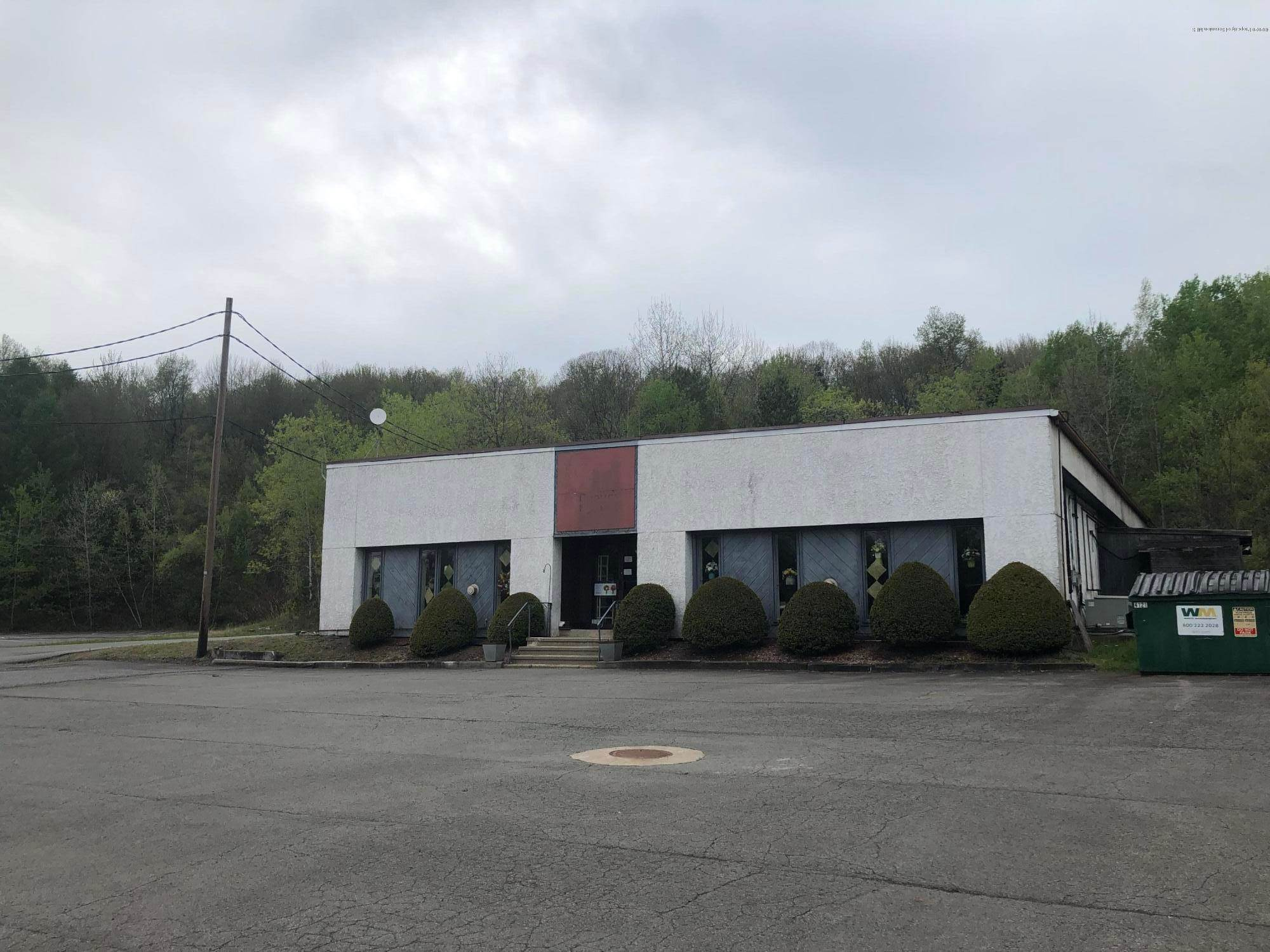 Commercial for Sale at 85 Main St Mayfield, Pennsylvania 18433 United States
