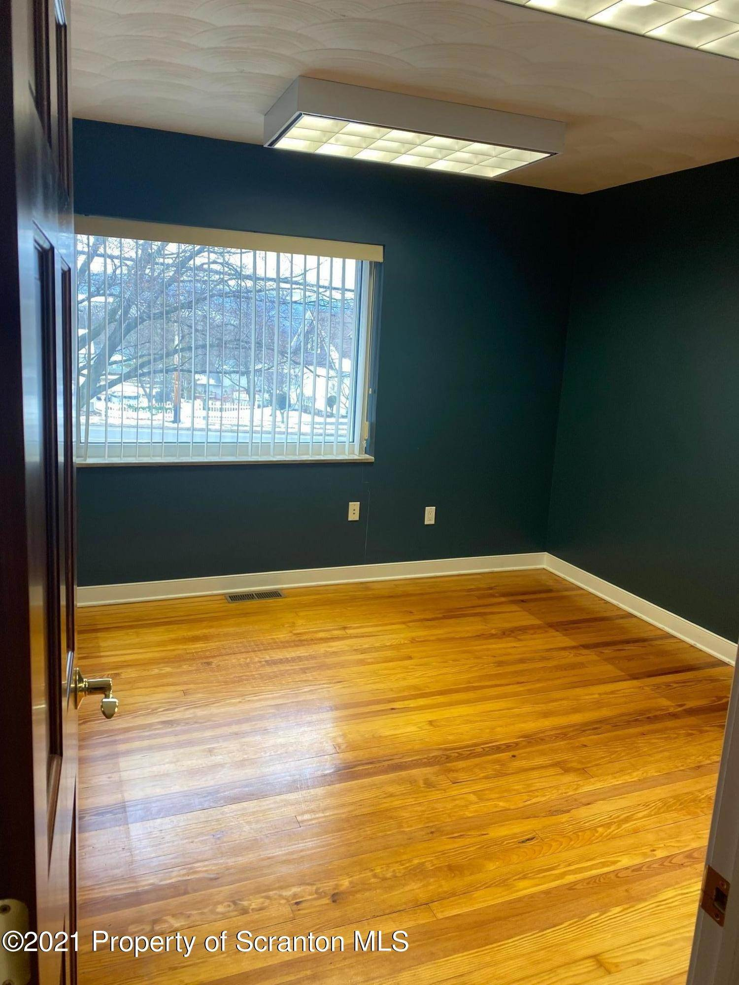 9. Commercial for Sale at 3939 Birney Avenue Moosic, Pennsylvania 18507 United States